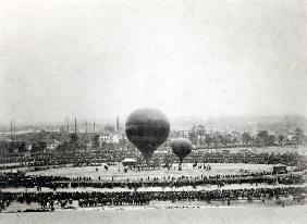 Felix Nadar''s Giant Balloon in Paris, c.1863 (b/w photo)