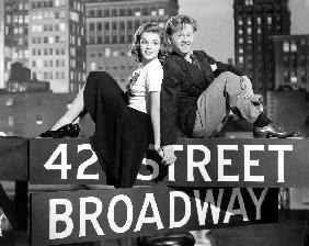 Debuts a Broadway BABES ON BROADWAY de BubsyBerkeley avec Judy Garland et Mickey Rooney 1941