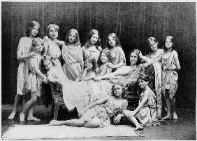 Isadora Duncan (1877-1927) and her pupils from the Grunewald School, 1908 (b/w photo)